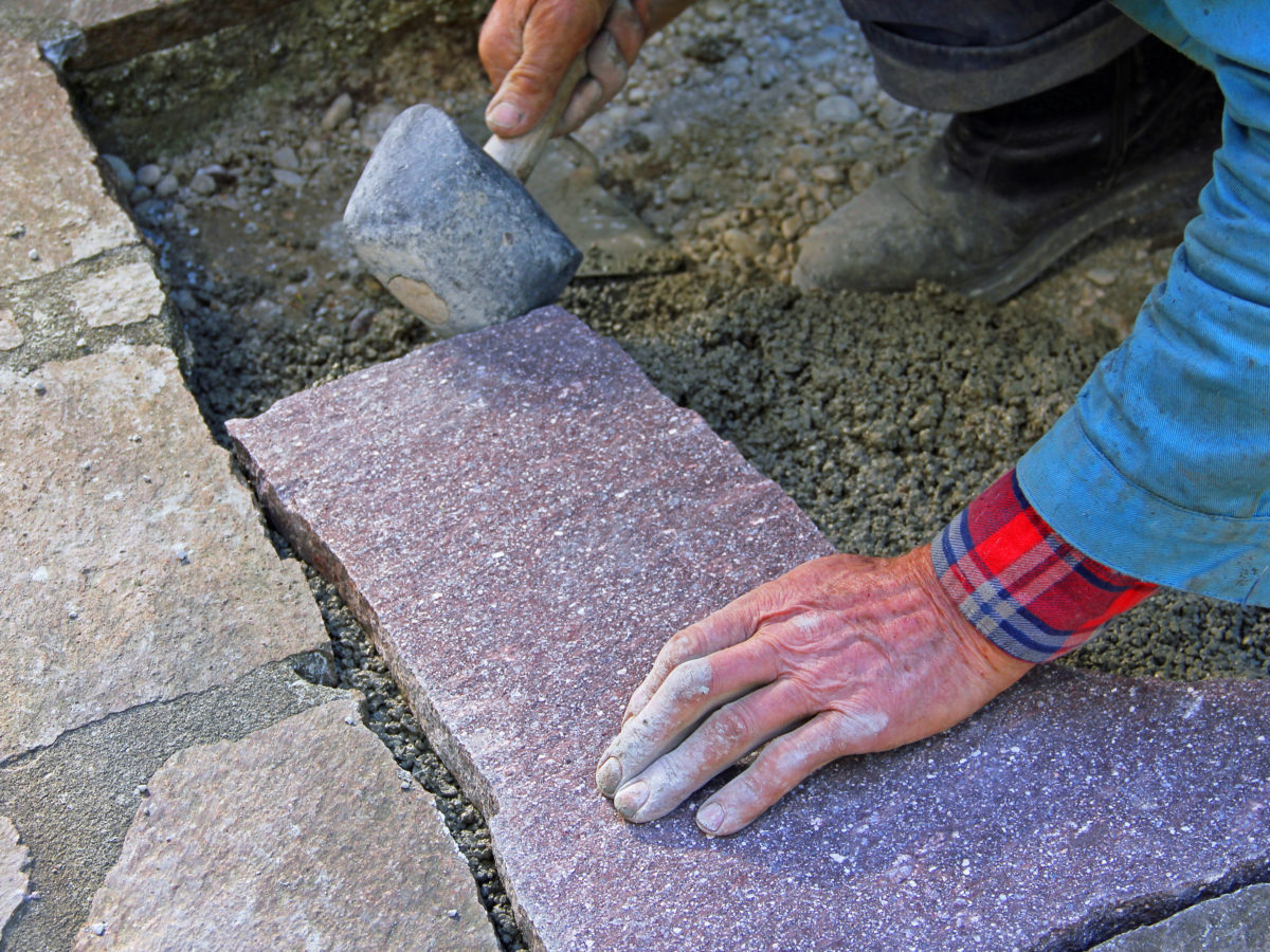Fitting flagstone patio pieces together